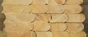 Cortar la madera para construir una bañera japonesa