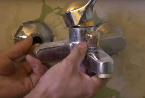 desmontar grifo de la bañera