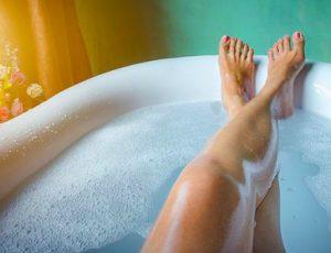 hacer espuma en la bañera